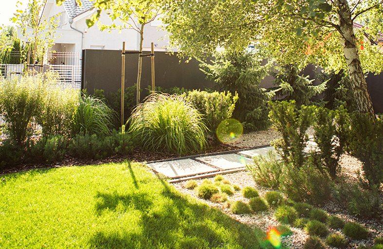 nowoczesny ogrod, minimalistyczny ogród, beton w ogrodzie, ogrody rockandflower studio projektowanie ogrodów, architektura krajobrazu (8)