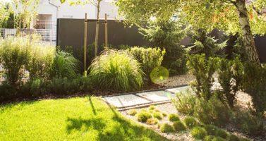 nowoczesny ogrod poznań, projekt ogrodu Poznań, minimalistyczny ogród, beton w ogrodzie, ogrody rockandflower studio projektowanie ogrodów poznań, architektura krajobrazu poznań